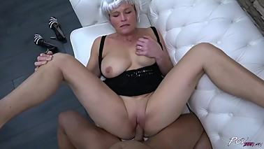 Busty mom with fake hair enjoy young big cock in her horny pussy