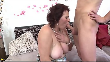 Mature mother spoiling a young guy mypicss.com