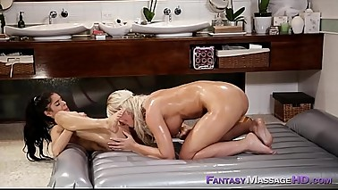 Oiled lesbians Katya Rodriguez and London River