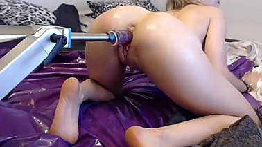 Girls4cock.com *** Elise Squirt in mommies Fuckmachine