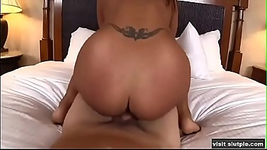 Sexy Latina amateur doing porn for the first time