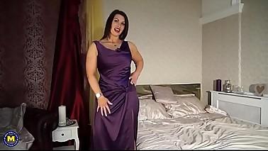 Sexy British mom Christine with big natural tits - Part2 on SugarCamGirls.com
