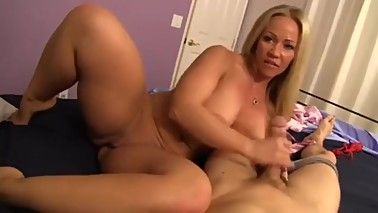MilfPornCity-Mom gives guy Handjob