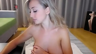 a beautiful ex wife fucks her pussy on camera
