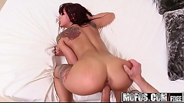 Mofos - I Know That Girl - (Gina Valentina) - Dirty-Talking Girlfriend Rides