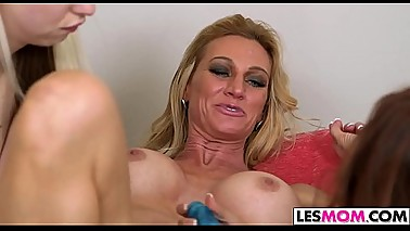 Lesbian Mom Ceira Roberts Is Dirty